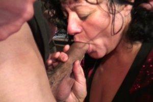 Babette est une femme fontaine qui adore sucer