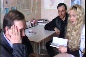 L'étudiante n'a pas envie d'apprendre alors elle nique avec ses profs