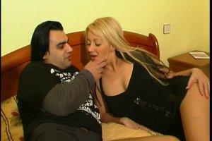 Jenny s'exhibe en couple dans la chambre d'hôtel