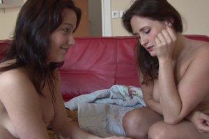 Candice et Emy, deux lesbiennes qui vont voir ailleurs