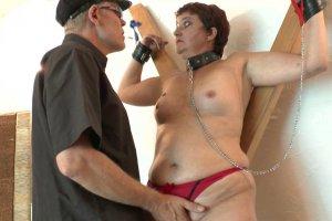 Natasha la mature se fait dominer par un maître chaud bouillant