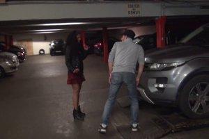 Kali baisée dans un parking souterrain