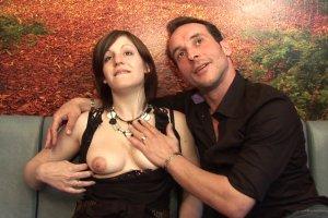 Léa du Mans adore se faire palper les seins