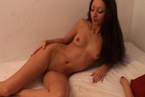 Angelina Johns adore le sexe entre filles
