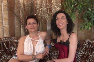 Tania et Amélie se patagent une bonne queue bien dure