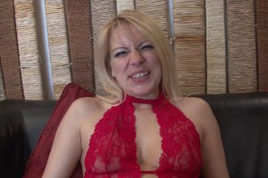 Venus Lova, une milf belge sodomisée pour la première fois