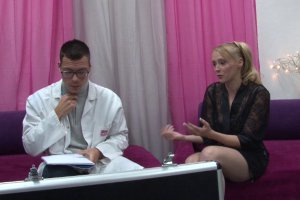 Angie Scorp prend des cours pour se faire sodomiser comme il faut