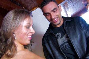 Nicole se tape deux clients bien chauds en club