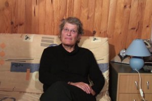 Françoise, 59 ans se lance le défi de baiser devant une caméra