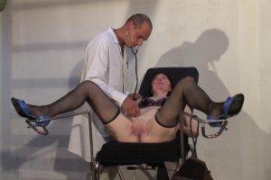 Le docteur pervers s'occupe de Morgane