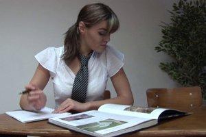Cassie allume son prof pour éviter de réviser toute la journée