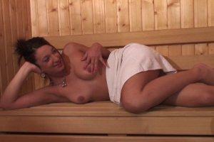 Un séance de sauna très chaude avec Nathalie